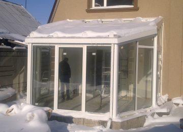 крыша зимнего сада со снегом