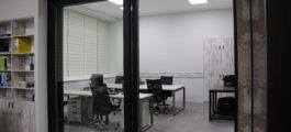 Подъемно - сдвижные двери в офисе