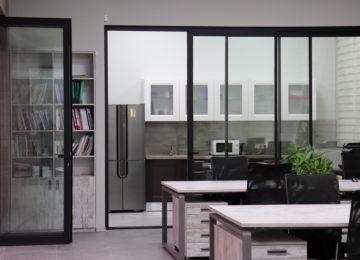 Паралельно - сдвижные двери в офисе 2